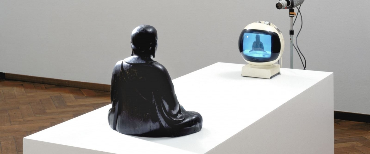 Nam June Paik, TV-Buddha, 1974. Collection Stedelijk Museum Amsterdam. Photo Stedelijk Museum Amsterdam.